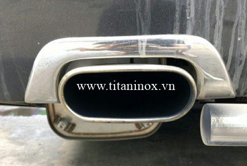 Ống xả thường được làm bằng Inox