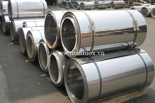 Inox có khả năng chống ăn mòn cực cao, khiến nó trở thành vật liệu lý tưởng cho nhiều ứng dụng đòi hỏi cả cường độ của thép và chống ăn mòn.