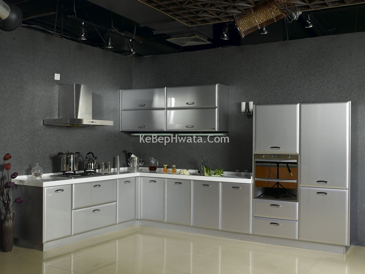 Tủ bếp inox luôn sáng bóng và có độ bền cao.