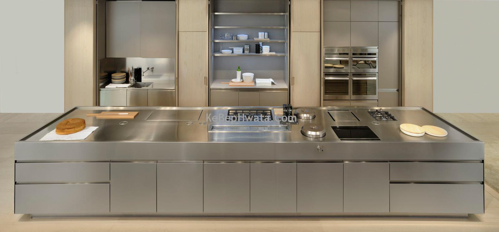Tủ bếp inox sáng bóng, bền đẹp, giá thành hợp lý.