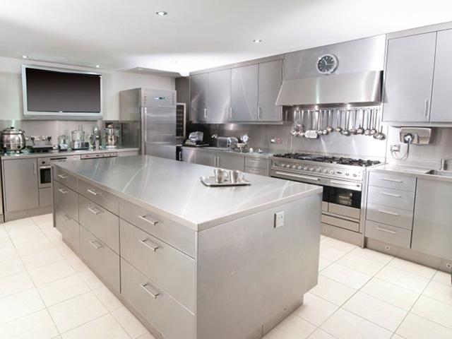 Tủ bếp inox 304 có khả năng chịu lực tốt, hạn chế tối đa sự cong vênh, nứt nẻ